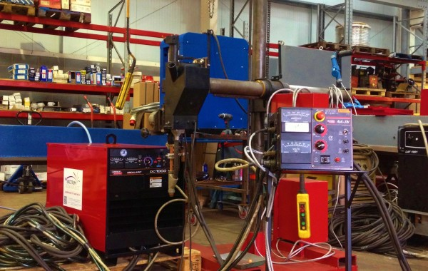 2 m x 1.5 m Column and Boom Welding Manipulator with a Lincoln Electric DC 1000 Submerged Arc Welding Machine and NA-3N Control Head