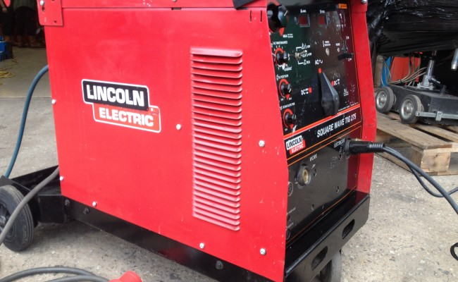 Lincoln Electric Sqaure Wave 275 ACDC TIG 2