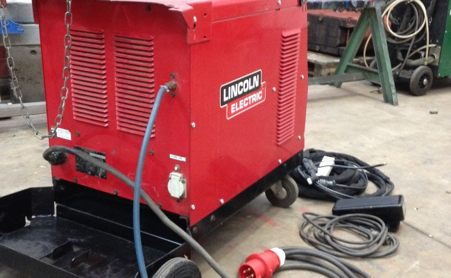 Lincoln Electric Sqaure Wave 275 ACDC TIG 4