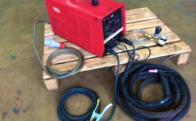 1 Lincoln Invertec V400-T TIG Welder