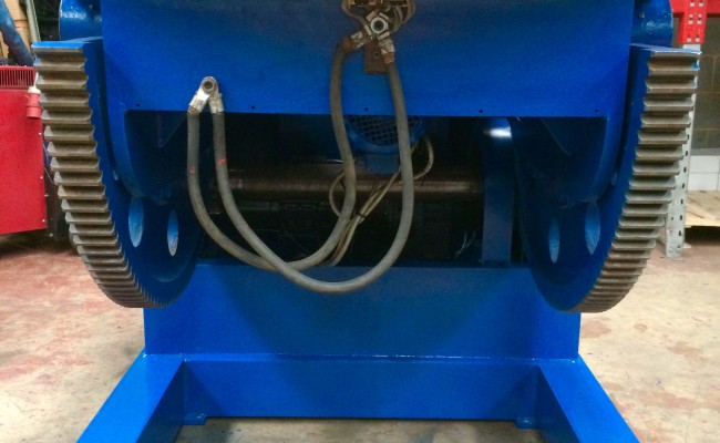 7. Used 3 Tonne Welding Positioner, blue with 3 jaw chuck