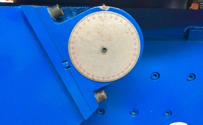 9. Used 3 Tonne Welding Positioner, blue with 3 jaw chuck