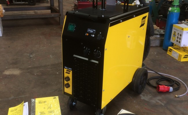 2. ESAB Origo MIG L405 MIG Welding Machine Package