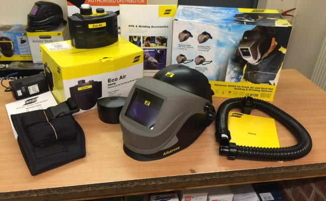1. ESAB Albatross 4000X Auto Darkening Air Fed Welding Helmet with Internal Grinding Visor